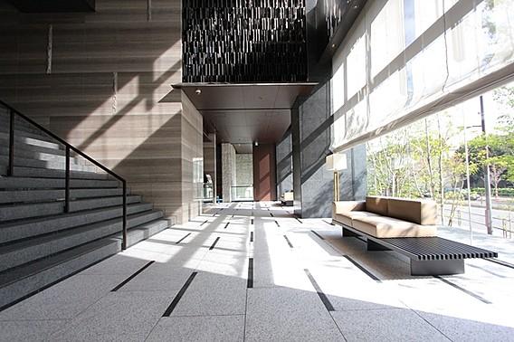 二宮和也の自宅エントランス(ザ・パークハウス白金二丁目タワー)