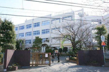 前田敦子の小学校