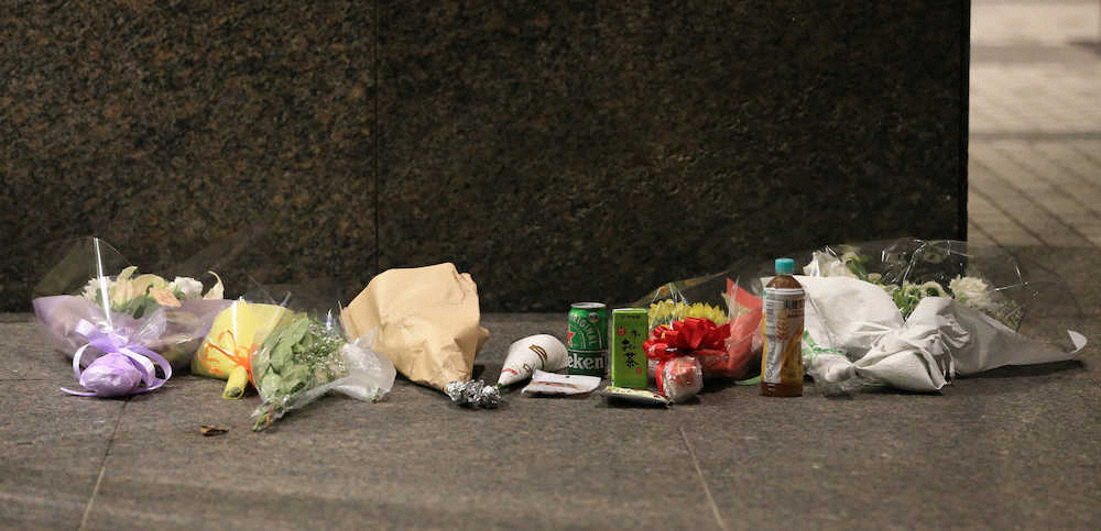 三浦春馬の自宅前に献花