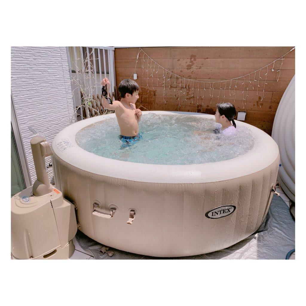 辻希美の自宅でプール遊び