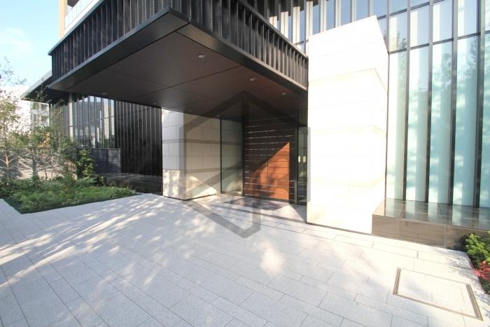グランドメゾン白金の杜ザタワーの玄関